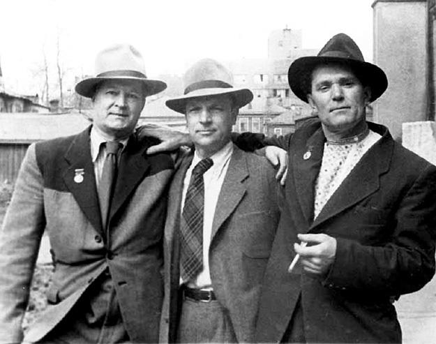 Три Фёдора - закадычные друзья БОГОРОДСКИЙ, РЕШЕТНИКОВ И ШУРПИН - рисовали правильные картины и получили Сталинские премии. Каждую из которых обмывали вместе