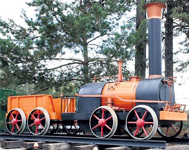 ...и первый русский паровоз братьев ЧЕРЕПАНОВЫХ (1834 год). Фото Максима ВОТЯКОВА/nashural.ru