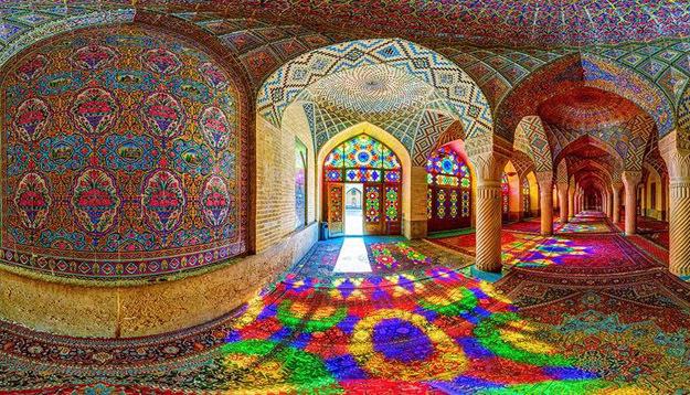 Мечеть Насир аль-Мульк, построенная в 1888 году, находится в городе Шираз в Иране
