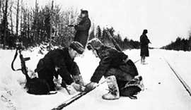 НАРОДНЫЕ МСТИТЕЛИ (фото 1942 года): их ярость благородная вскипала, как волна!