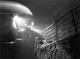 В БЕЗДНЕ: глубоководный аппарат «Мир-2», завис над носовой частью «Титаника»