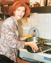 ПОВАР: при всей любви к экзотическим блюдам, Тоня готовит только простую русскую еду - рыбу, котлеты…