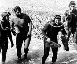 ЧЕКИСТЫ-АКВАЛАНГИСТЫ: перед заплывом Леонида Ильича море тщательно проверяли (Владимир Богомолов в круге)