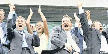 ФАНАТЫ &#034ЧЕЛСИ&#034: еще недавно Абрамович приглашал в VIP-ложу свою жену