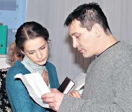ЯРОСЛАВ И ГЛАФИРА ТАРХАНОВА: готовятся к съемкам сцены сериала &#034Мужчина и женщина&#034