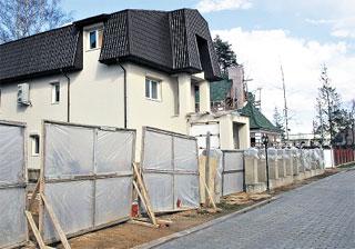 ЗВЕЗДНЫЙ ФАСАД: строительство будет закончено в июле