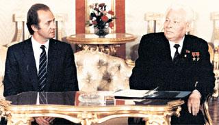 С КОРОЛЕМ ИСПАНИИ (1984 год): Хуан Карлос I поздравил Константина Устиновича с 9 мая