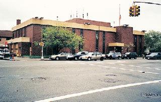 На месте бензоколонки Балагулы на Кони-Айленде теперь полицейский участок