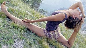 Занимаясь йогой, Мария гнётся получше любой балерины