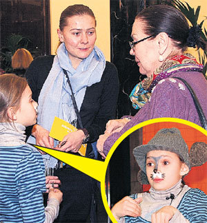 С дебютом Настю поздравили только мама - Мария ГОЛУБКИНА и бабушка Лариса Ивановна