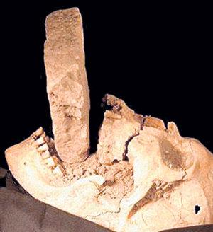 В Средневековье женщинам затыкали рот даже после смерти