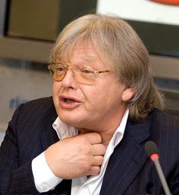 Юрия Антонова подвели затонированные стекла его джипа. Фото: newsmusic.ru