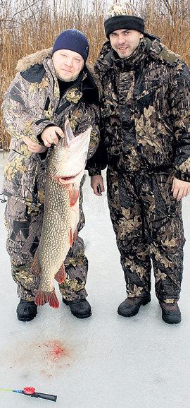 Игорь АКИНФЕЕВ (справа) неплохо порыбачил на каникулах