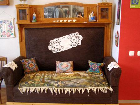 Дермантиновый диван - символ уюта