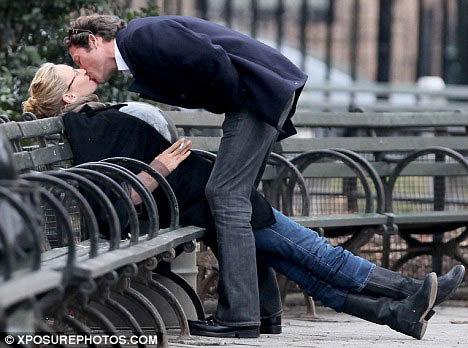 После примирения Ума и Арпад ведут себя как влюбленные студенты. Фото: Daily Mail