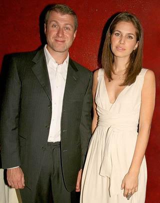 Роман АБРАМОВИЧ и Дарья ЖУКОВА стали владельцами еще одного особняка.