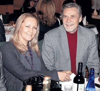 Александр МИХАЙЛОВ счастлив с молодой женой Оксаной, к которой ушёл после 30-летнего брака с Верой МУСАТОВОЙ
