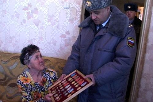 Вдова ветерана не могла сдержать слёз благодарности