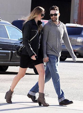 Парочка часто гуляет вместе по улицам Нью-Йорка, взявшись за руки