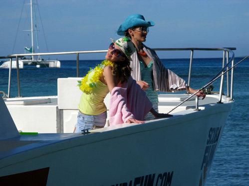 Во время съёмок на яхте актрисы получили солнечные ожоги