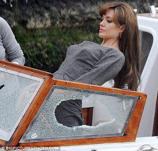 Анджелина Джоли на съемках фильма Турист. Фото Daily Mail