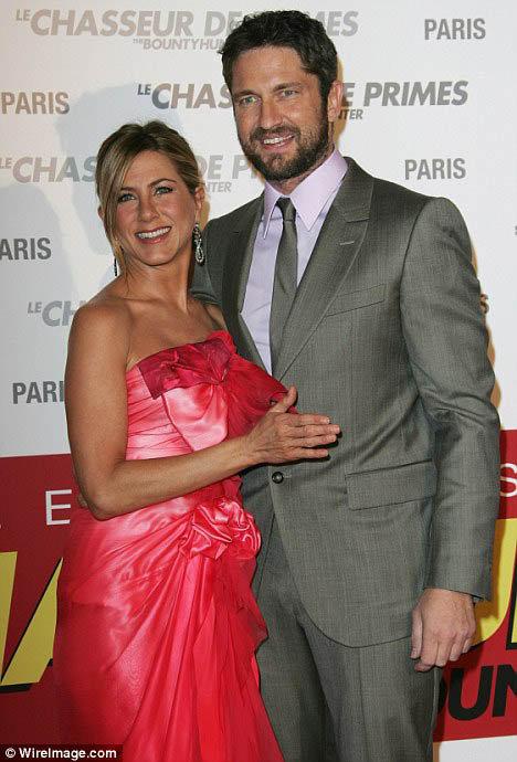 Джерард Батлер и Дженнифер Энистон на парижской премьере своего фильма. Фото: Daily Mail