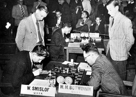СМЫСЛОВ стал чемпионом мира, выиграв в 1957 году у знаменитого Михаила БОТВИННИКА