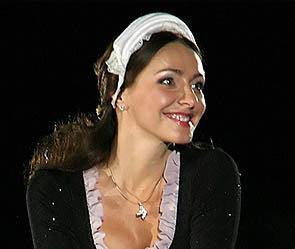 Татьяна Навка стала знойной брюнеткой. Фото: ИТАР-ТАСС