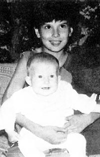 Юля с младшей сестрёнкой Инной (1982 г.)