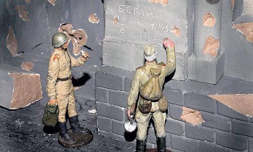 Каждая деталь в экспозиции - от брусчатки на мостовой Берлина до пуговиц на форме солдат...