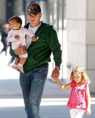 Мэтт Дэймон с дочерьми Джиа и Изабеллой