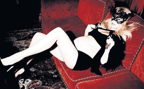 Третья беременность - прекрасный повод для Клаудии ШИФФЕР сняться для модного журнала