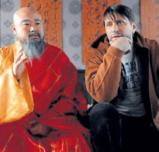 С мудрым китайским старцем Фёдор Караваев (Виктор ЛОГИНОВ) любит пофилософствовать
