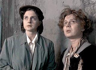 В «Московской саге» Марианна сыграла Цилю Розенблюм (справа)