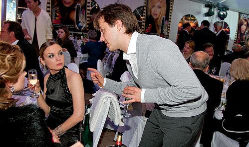 Татьяна АРНТГОЛЬЦ контролирует каждый грамм алкоголя, который вливает в себя муж Иван ЖИДКОВ