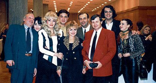 АЛЛЕГРОВА и КАПУСТА с друзьями и коллегами: Лолитой МИЛЯВСКОЙ, Игорем КРУТЫМ, Филиппом КИРКОРОВЫМ, Ладой ДЭНС (снимок 90-х годов)