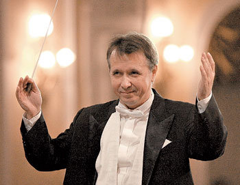 Наш Миша - он на всё горазд, он дирижёр и пианист (Фото: www.russianarts.org)