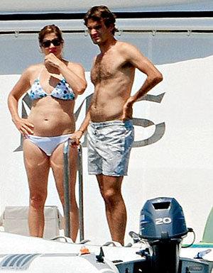 Мирка всегда рядом с мужем Роджером - и у корта, и у моря