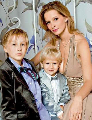Александра ФЛОРИНСКАЯ - первая супруга ГОРОБЧЕНКО и мать Глеба. Её второй сын Николай родился в браке с продюсером Николаем БИЛЫКОМ
