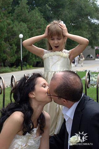 Маленькая Алиса, дочь Каролины и Андрея КРАСКО, не уставала удивляться: «Сколько ж можно целоваться?!»