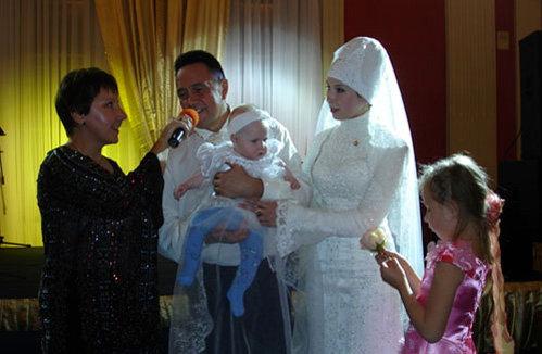 Ренат ИБРАГИМОВ с женой Светланой и дочкой (Фото: Любовь МАЙОРОВА/kp.ru)
