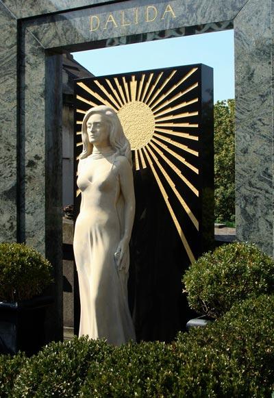 Памятник певице на Монмартре. Фото: wikimedia.org