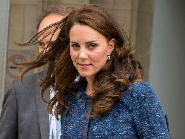 Стильный конфуз: Кейт Миддлтон надела очень просвечивающееся одеяние