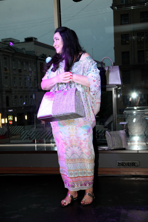 33d69c74d1e6 Все мы знаем модную одежду и бургеры «от Тимати». Их ряды нынче пополнила и  Лолита, выпустив свою первую капсульную коллекцию сумок.