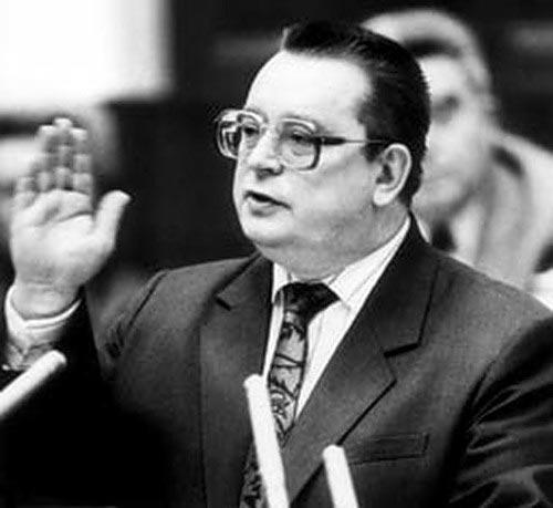 Министр финансов, а позднее – глава правительства СССР Валентин Павлов. Источник: vecher.kz