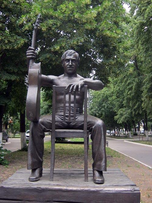 Памятник Высоцкому в Воронеже. Фото: pixabay.com
