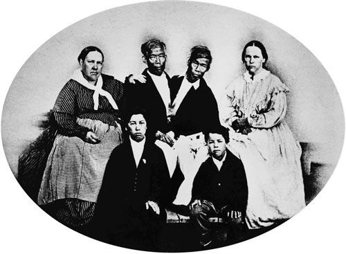 Чанг и Энг с женами и детьми