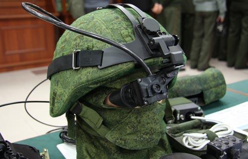 Так выглядят продвинутые нашлемные мониторы. Фото: Виталий В. Кузьмин / Wikimedia.org