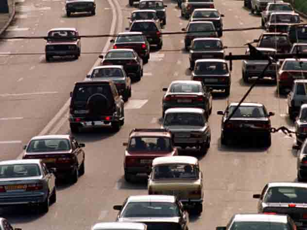 Ликсутов предложил убрать полмиллиона машин вборьбе спробками в столицеРФ