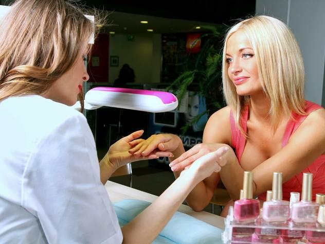 Ультрафиолетовые лампы, которые используют в салонах красоты, могут привести к меланоме.